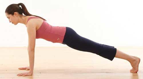 Упражнение планка на прямых руках фото