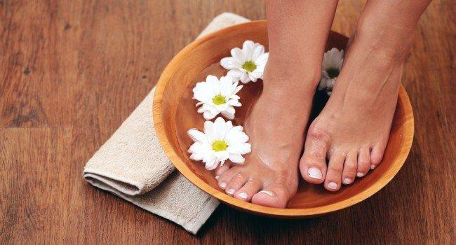 Готовим пяточки к летнему сезону. Как сделать пяточки мягкими. Ванночки для ног. мытье ног.
