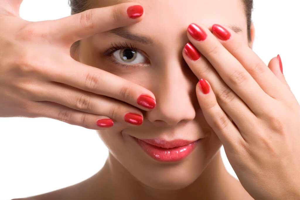 Как убрать мешки под глазами: 11 способов