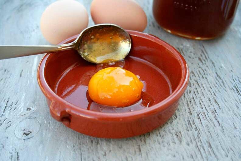 Лечебные маски для волос с яйцом и медом, желтком и коньком