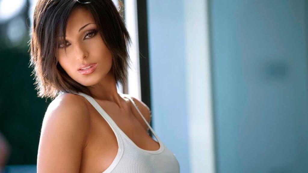 Стрижка итальянка на средние, короткие волосы с и без укладки, фото