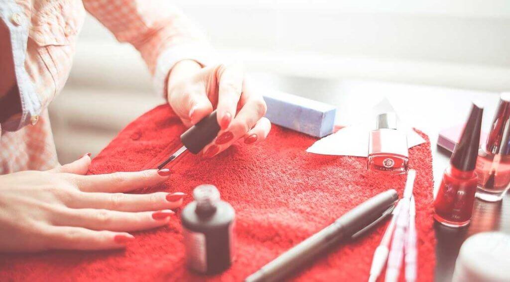 Как быстро привести кожу рук и ноготков в порядок накануне праздника